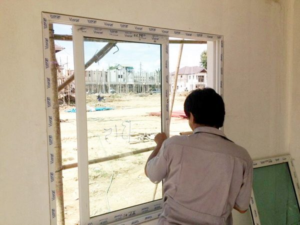 บริการงานติดตั้งประตู หน้าต่างอลูมิเนียม